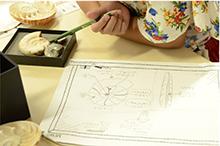 アンモナイト化石やオウムガイ標本を用いた学習の様子